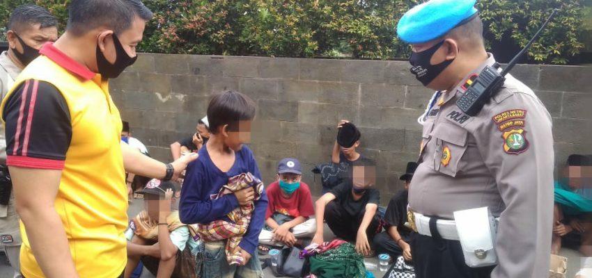 Hendak demo Puluhan Anak Dibawah Umur di giring, Polisi; Kita Ajak Makan